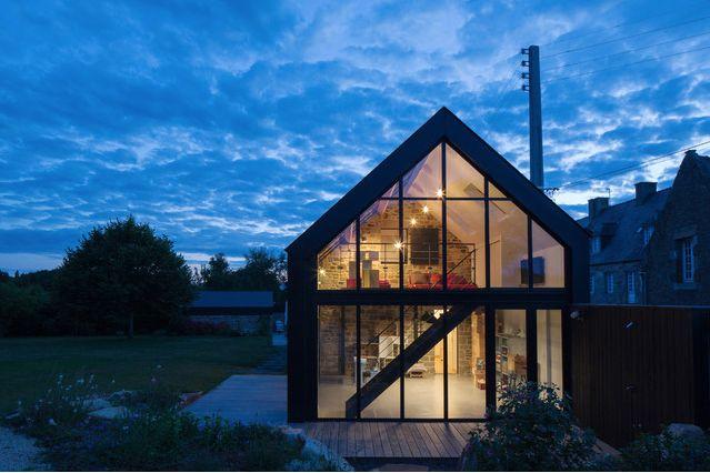 Extension de maison : entre loft et pierre apparente le moderne trouve merveilleusement bien sa place dans l'ancien