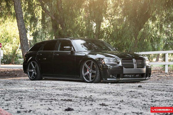 Dodge Magnum SRT-8 2006 a familly car.