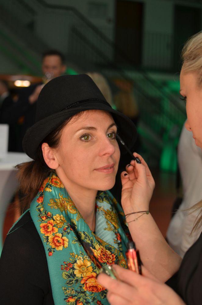 """Sweta trägt die Kontaktlinse Air Optix Colors in """"Gemstone Green"""" #Kontaktlinsen"""