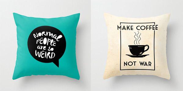 La tipografía invade la decoración. Los almohadones con frases son un excelente medio para implementar esto fácilmente.