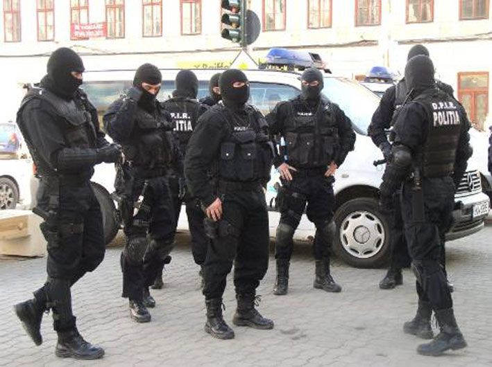 Grup infractional organizat, destructurat de DIICOT. Capi, 7 directori de banci
