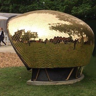 With this wonderful picture of a golden version of the Cadmus Type-1 shelter, designed by our very own Poul Cadovius in 1962 seen at this years @roskildefestival, we would like to wish everyone a great summer!☀️ #dk3 #designfurniture #danishdesign #poulcadovius #cadomustype1www.dk3.dk
