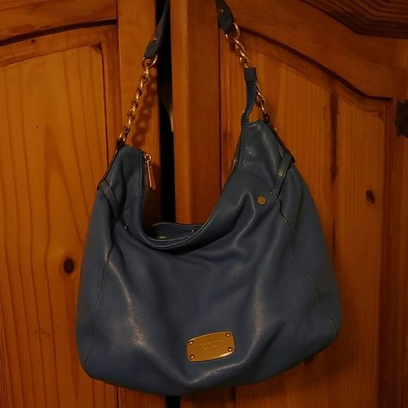 Michael Kors Shoulder Bag PRICE REDUCED Loved this bag and the color, worn a little in strap but not very noticeable Michael Kors Bags Shoulder Bags