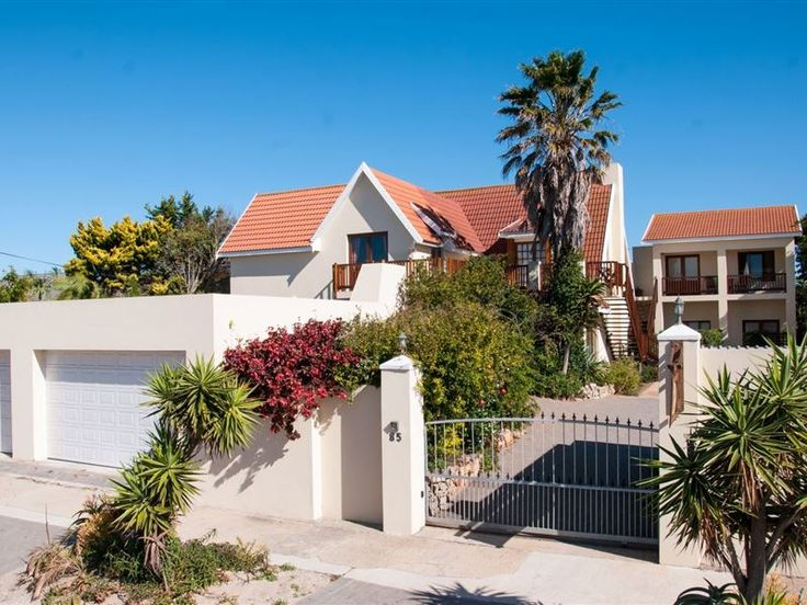 Aloe Manna - Aloe Manna is located in Summerstrand, Port Elizabeth and offers comfortable self-catering accommodation with safe off-street parking.This guest house is the ideal base for corporate, sports or leisure ... #weekendgetaways #portelizabeth #southafrica