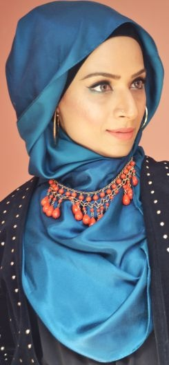 love the necklace over #hijab look #hijabi #hijabista