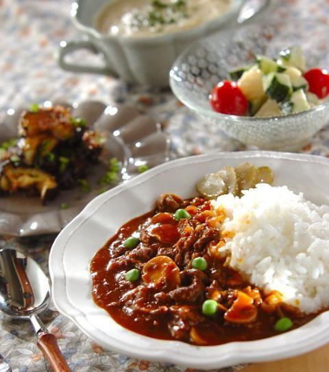今日の献立は「たっぷりハヤシライス」 - 【E・レシピ】料理のプロが ... メインはたっぷりハヤシライス! 副菜とスープは野菜の特徴を生かした3品!