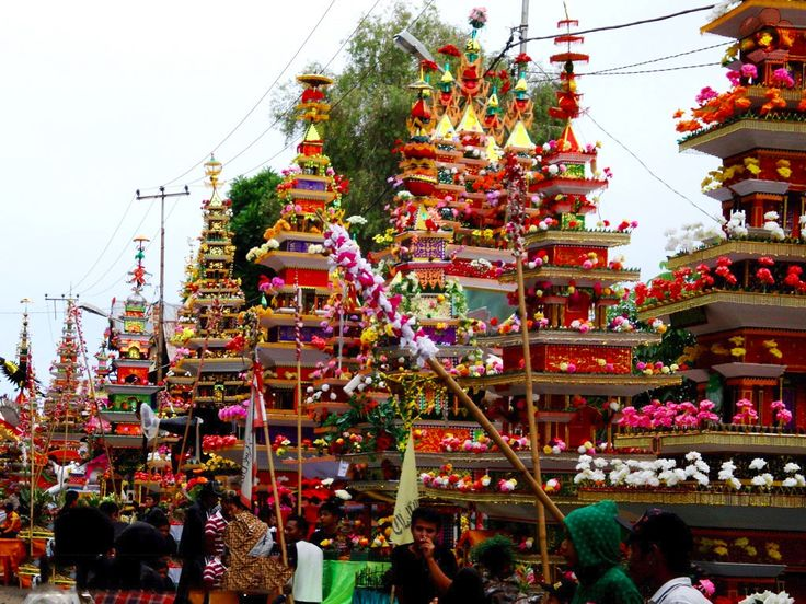 The festival is held on 1 until 10 Muharram Hijra (Arabic Calender) in Bengkulu City. Tabot Festival is held based on Tabot Culture Festival by people of Bengkulu in celebrating the death of Amir Hussain, the grandchild of The Prophet Muhammad SAW, in Padang Karbala Irak) http://events.goindonesia.com/?event=festival-tabot-bengkulu