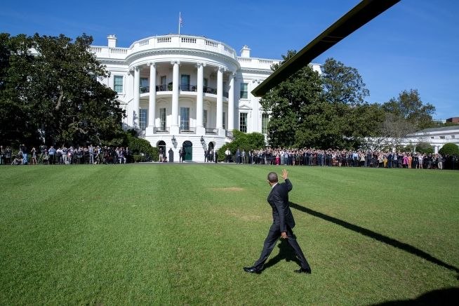 PHOTO OF THE DAY #President Of The United States #BarackObama waves to the crowd after arriving on the White House South Lawn aboard Marine One following a trip to Pennsylvania and Ohio, Oct. 14, 2016. (Official White House Photo by Pete Souza)