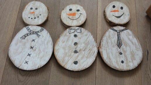 Houten sneeuwpoppen gemaakt Door buitenbuiten.nl