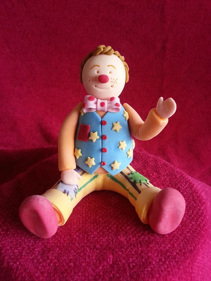 Mr Tumble cake topper