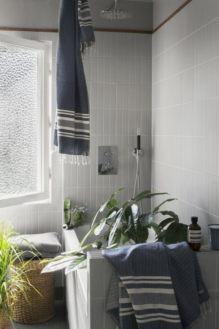 Bathroom with lots of plants. This bathroom with 60s vibe belongs to Grandpa co-founder Jonas Pelz.