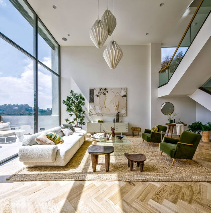 High Ceilings And Double Height Windows Keep This L.A ...
