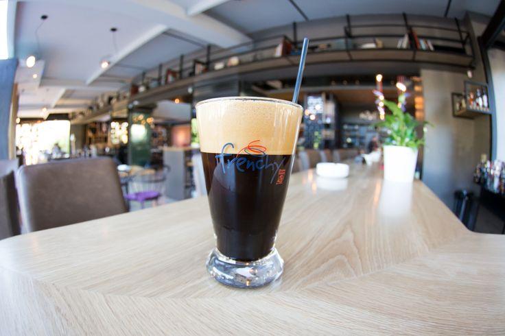 Γαλλική φινέτσα με..ελληνική σφραγίδα! Ο Παγωμένος Γαλλικός καφές Frenchie θα γίνει το καλοκαιρινό σου must!  #Frenchie #DouweEgberts #Nobell