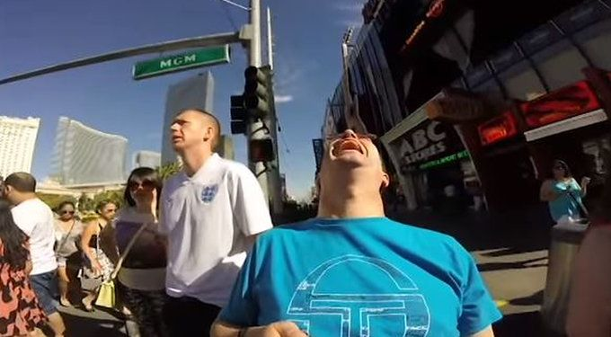 De Ierse man had een GoPro meegekregen van zijn zoon toen hij een tripje naar Las Vegas maakte. Mischien had hij eerst om instructies moeten vragen voordat hij op pad ging. Bekijk het filmpje en je ziet meteen wat er fout is gegaan.  Video: Ierse m