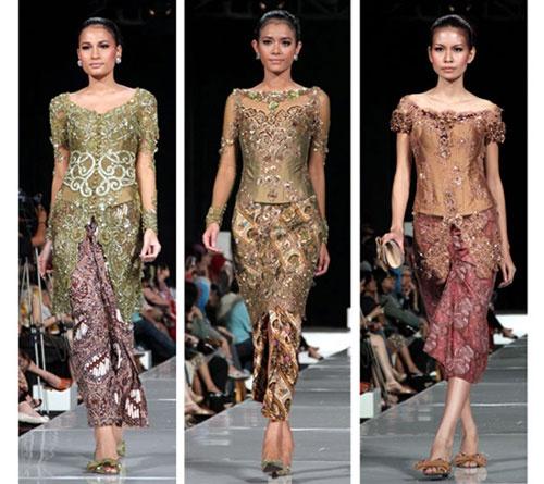 เกบาย่า (Kebaya) เป็นชุดประจำชาติของประเทศอินโดนีเซียสำหรับผู้หญิง มีลักษณะเป็นเสื้อแขนยาว ผ่าหน้า กลัดกระดุม ตัวเสื้อจะมีสีสันสดใส ปักฉลุเป็นลายลูกไม้ ส่วนผ้าถุงที่ใช้จะเป็นผ้าถุงแบบบาติก ส่วนการแต่งกายของผู้ชายมักจะสวมใส่เสื้อแบบบาติกและนุ่งกางเกงขายาวหรือเตลุก เบสคาพ (Teluk Beskap) ซึ่งเป็นการแต่งกายแบบผสมผสานระหว่างเสื้อคลุมสั้นแบบชวาและโสร่ง และนุ่งโสร่งเมื่ออยู่บ้านหรือประกอบพิธีละหมาดที่มัสยิด