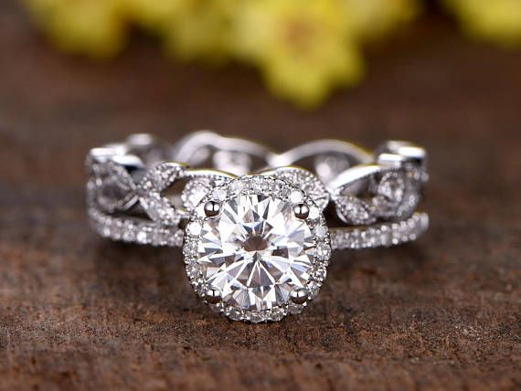 2pcs Unique Engagement ring & Wedding ring set Solid 14k white/ rose/yellow gold main ring Metal Type: Solid 14k whit gold width of band about 1.2mm Main Stone: Charles & Colvard Moissanite Measure size: 6.5mm Cut: Round Cut Gem Weight: 1ctw Clarity: Forever Classic Setting Style:
