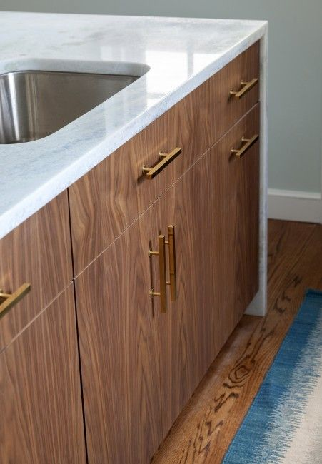white mable, gold hardware, walnut cabinets