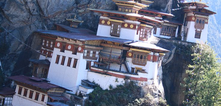 Himalayan Frontiers is one of the leading tour & travel company in India that offers trekking holidays in Bhutan, trekking tours in Bhutan packages at the affordable rate. Bhutan is located in the eastern Himalayas, bordered with China on its north and with India on its south, east and west.