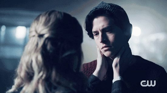 #Riverdale was well worth the wait just to see #Bughead kiss #otp