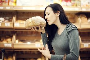 Kohlenhydratfreies Brot, kann das schmecken? Dieses Low Carb Brot Rezept schon: Dieses kohlenhydratarme Brot ist blitzschnell zubereitet und exrem lecker.