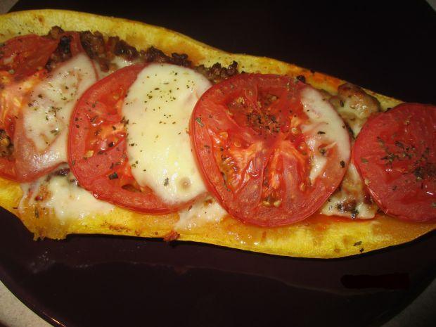 Cukinia z mielonym, pomidorami i mozzarellą
