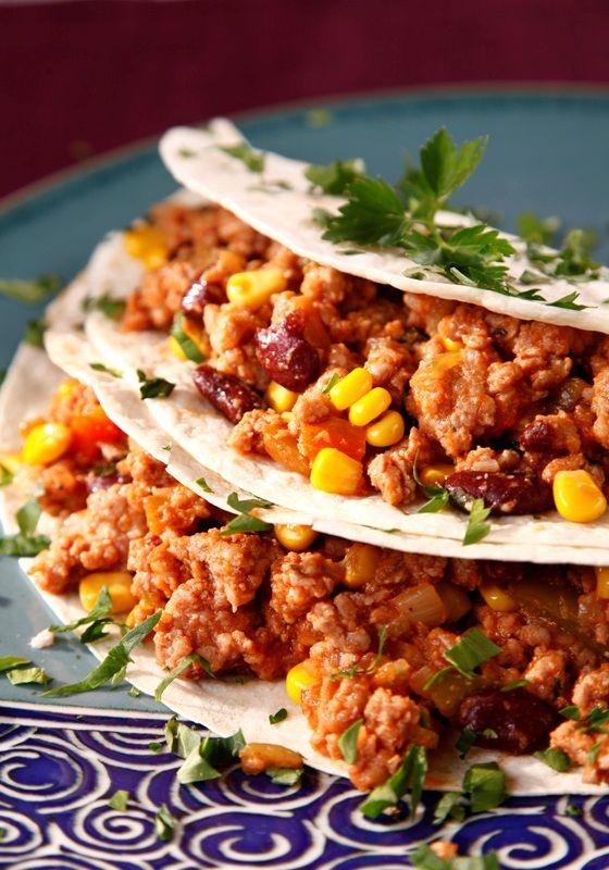Chili con carne w towarzystwie tortilli. Przepis znajdziecie na www.e-spizarniasmakow.pl #spizarniasmakow #przepisy #chiliconcarne #tortilla