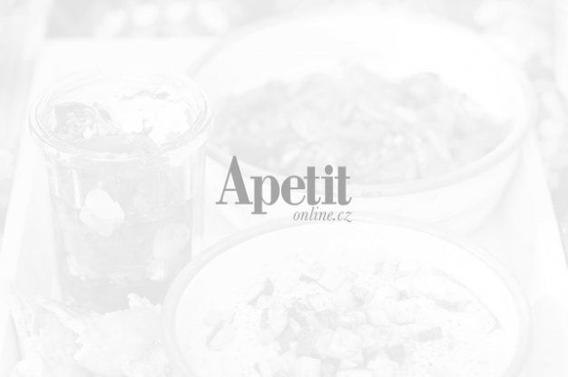 http://www.apetitonline.cz/recepty/5773-carrot-cake-mrkvovy-dort.html