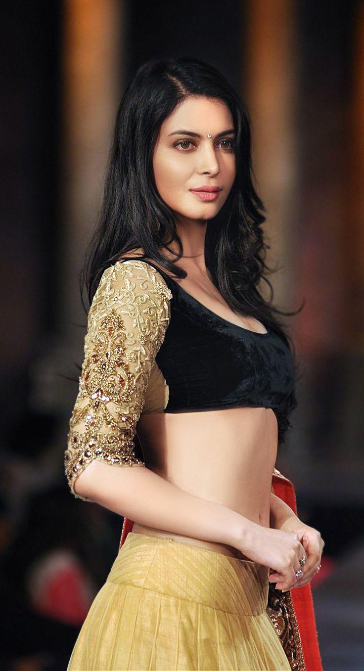 Gorgeous black & gold #lehenga #choli #indian #shaadi #bridal #fashion #style #desi #designer #blouse #wedding #gorgeous #beautiful