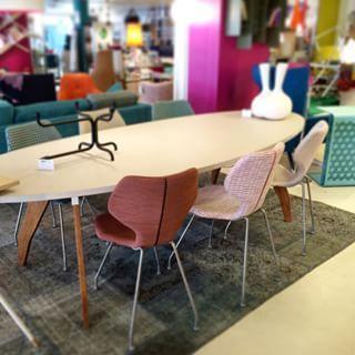 Cavalletta eetkamerstoelen - Design on Stock. Ontwerper: Studio Foorumi. Foto gemaakt door: ComboDesign (in de showroom in Utrecht - St. Jacobsstraat 12)