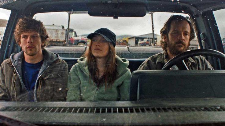 Night Moves' à un simple drame écologiste. Le film se scinde clairement en deux parties, il glisse subtilement du thriller écolo au drame psychologique ce q