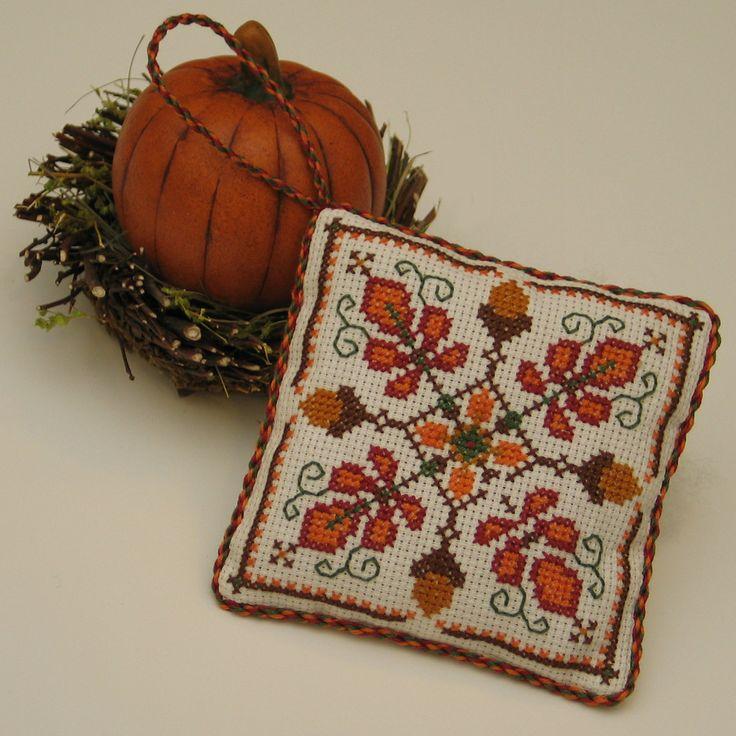 Free Cross Stitch Pattern - Autumn Acorn