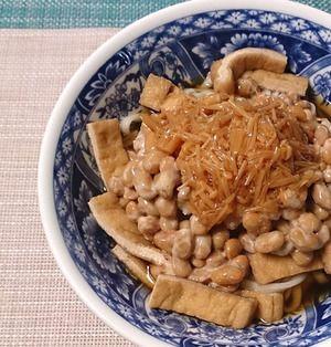刻みキツネ入り、なめたけ納豆おろしの温ぶっかけうどん