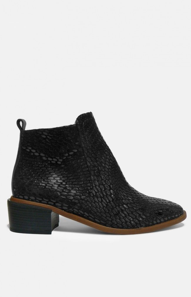 ITXAXI LEATHER - textured leather boot #anglestore #leather #boot #madeinspain #design