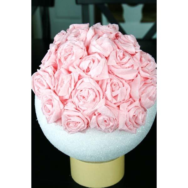 R aliser une suspension de fleurs en papier cr pon magazines d co et mobiles - Boule de fleur en papier crepon ...