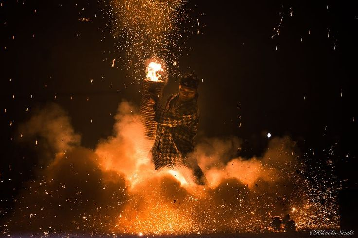 Cerimonia dei fuochi d'artificio in Giappone