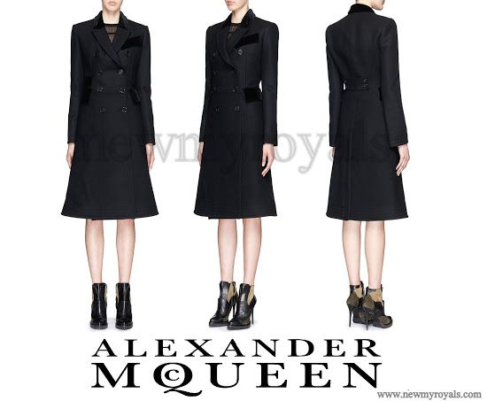 28 November 2016 - Kate style: Alexander McQueen (recycled)