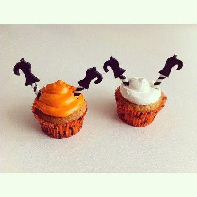 Ya probaste estas Brujas de cabeza en unos deliciosos #Cupcakes #SoSweet ? - Pídelos acá y celebra #Halloween con los mejores diseños de #PasteleriaSoSweet - Llámanos al 317 657 5271 (1) 625 1684 o visítanos en #Cedritos en la Cra 11 No. 138 - 18. #HappyHalloween #FelizHalloween #Octubre - Síguenos también en www.Facebook.com/PasteleriaSoSweet Twitter: www.twitter.com/sosweetchef Pinterest: www.pinterest.com/sosweetcol e Instagram: www.instagram.com/pasteleriasosweet #Spooky