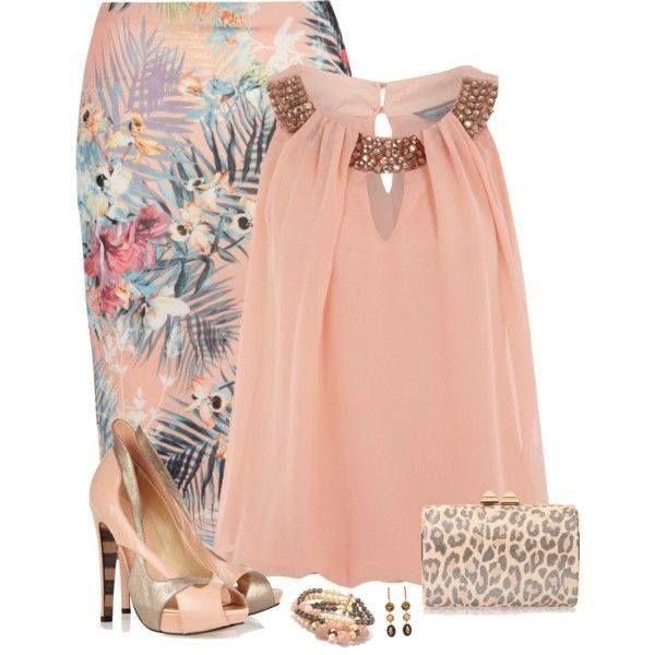 Elegante, ademas que el color de la blusa esta bello!