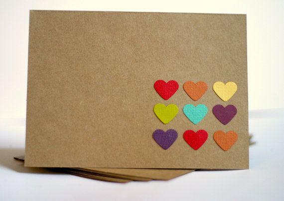 Diese Dankeschön-Karten-Set enthält vier handgemachte Kraft-Klappkarten mit Regenbogen Herzen. Diese leeren Klappkarten eignen sich für