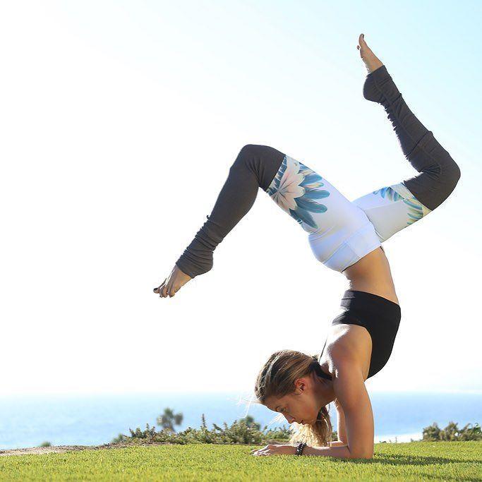 Gypset Goddess x Al Goddess Legging in Blue Tropical Feathers #yoga #yogainspiration