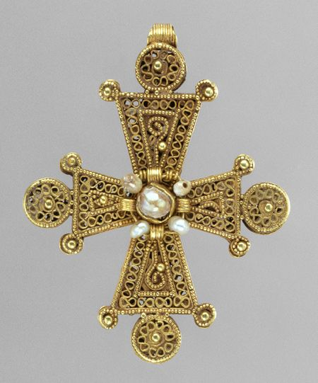 "Late Byzantine pectoral cross, c.1200-1400.    Metropolitan Museum of Art.  You know, for when I get filthy rich - it will be ""my style."""