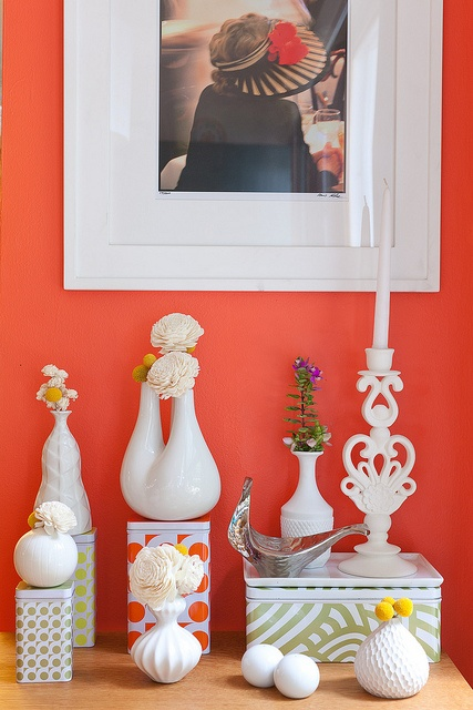 coralWall Colors, Decor Ideas, Colors Room, Architecture Interiors, White Decor, Coral Wall, Painting Colors, Wall Colours, Accent Wall