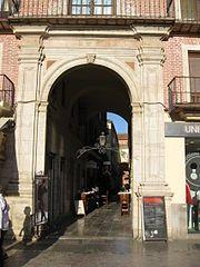 Café de Chinitas: teatrillo o café cantante que hubo en Málaga hasta el año 1937, que desapareció, y que Lorca hizo famoso por un poema que le dedicó.