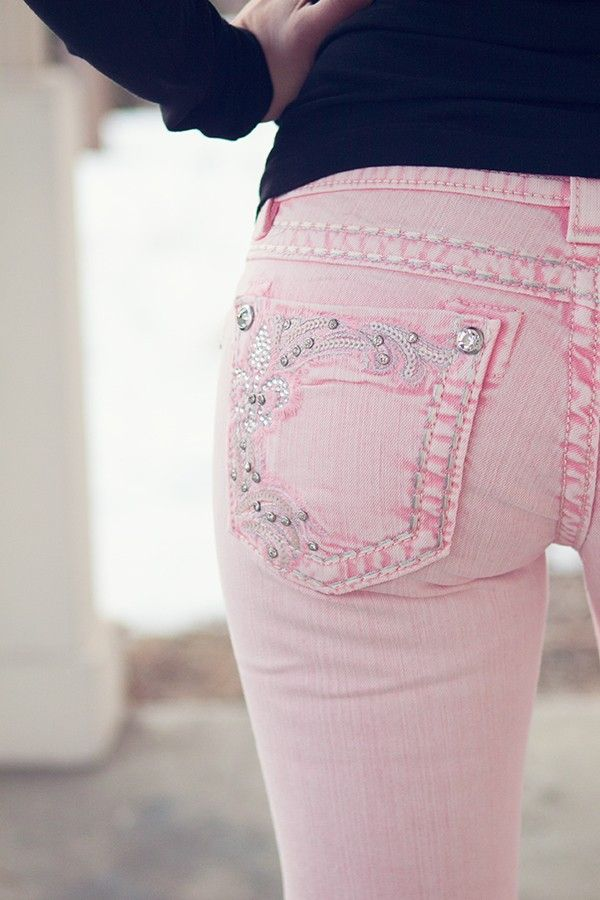 I love skinny jeans and this colour! Plus, the butt pocket detailing is cute! It's the perfect amount and not too much.