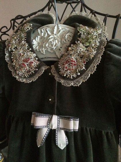 Купить или заказать Платье ПЛТ 1034 в интернет-магазине на Ярмарке Мастеров. Очень нарядное платье для предстоящих новогодних праздников. Сшито из хлопкового трикотажного бархата с заниженной линией талии. Роскошный декор- аппликации, вышитые мною бисером , бантик из винтажного шелкового репса и французское кружево по низу юбки. Платье для не просто принцессы, для королевишны!...