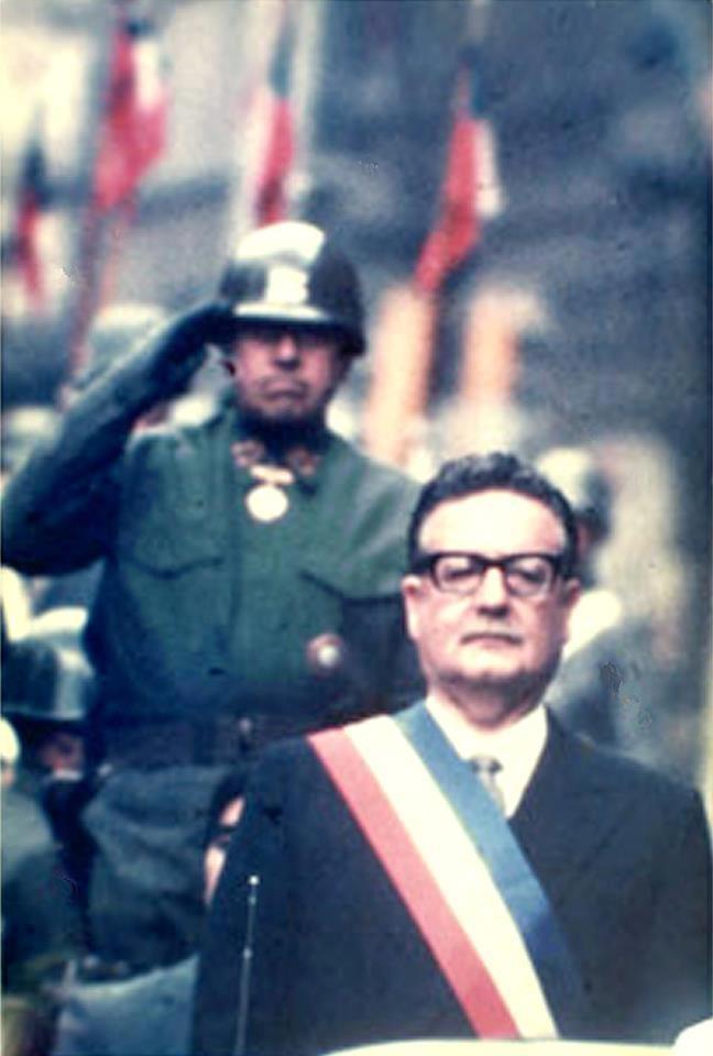 Un día como hoy, pero en 1973, se dio un golpe de estado en Chile dirigido por el general en jefe del ejército Augusto Pinochet contra el gobierno socialista -elegido democráticamente- del presidente Salvador Allende y da inicio a un gobierno de dictadura militar que duraría diecisiete años.