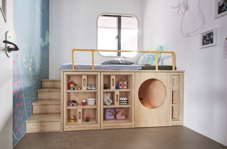 Helles Haus: Eine Kombination aus klassischem und elegantem Innendesign in einem Einfamilienhaus