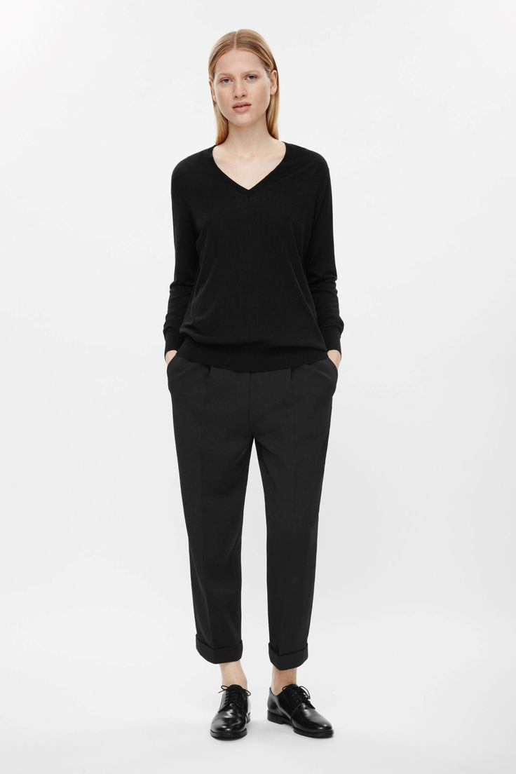 A slouchy design, these cropped trousers are made from a fluid material with pleated press folds at the front. A straight leg style, they have slanted pockets, neat fold-ups and a concealed zip and hook fastening.