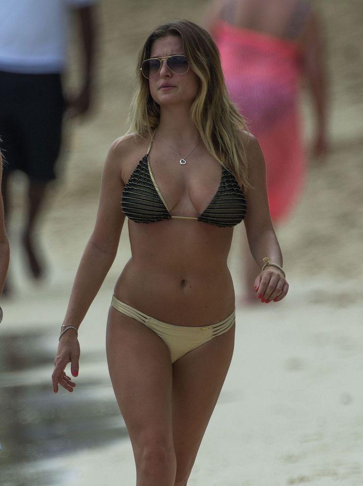 Paparazzi : ZARA HOLLAND en Bikini à une plage en Barbade 22/07/2017