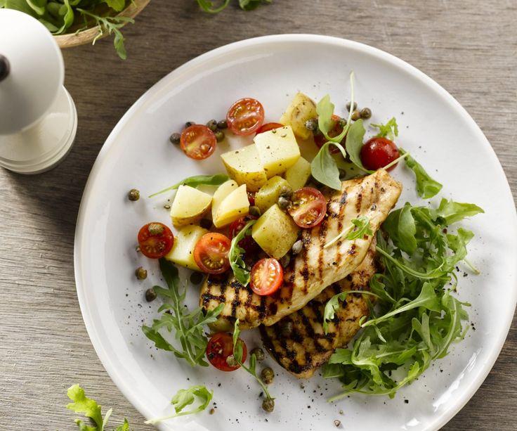 Un piatto sano e nutriente che si prepara in soli 20 minuti? Sì, per favore! Provate un po' questa fresca insalata di patate con il delizioso pollo appiccicoso. Mariniamo i filetti di pollo in un ottimo condimento a base di marmellata di arance e aceto di balsamico: una combinazione sorprendente che dà il meraviglioso sapore agrodolce caramellato al pollo.